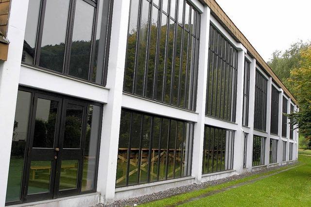 Neuer Boden und neue Fenster für die Sporthalle
