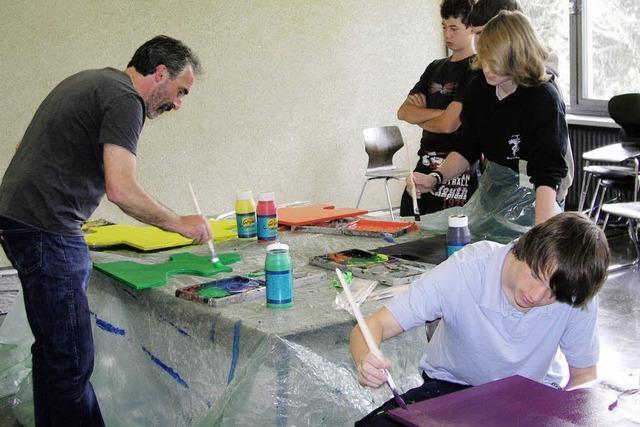 Die Schüler streichen selbst