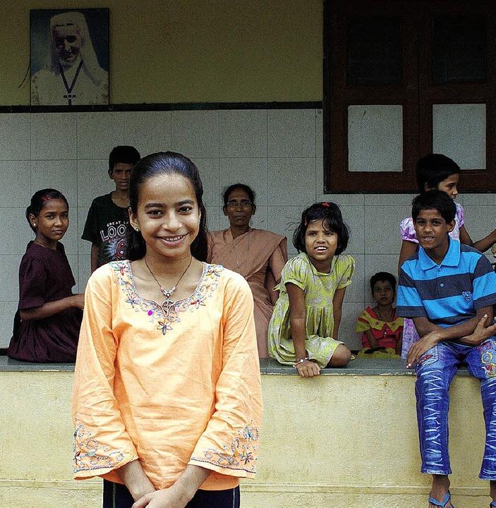 Vidya im Kreis der übrigen Kinder in  Naya Jeevan  | Foto: Maria Hörl