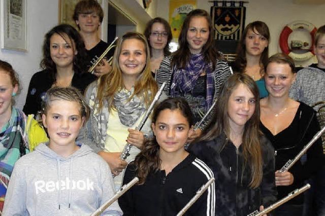 Junge Musiker bestehen erfolgreich Prüfungen