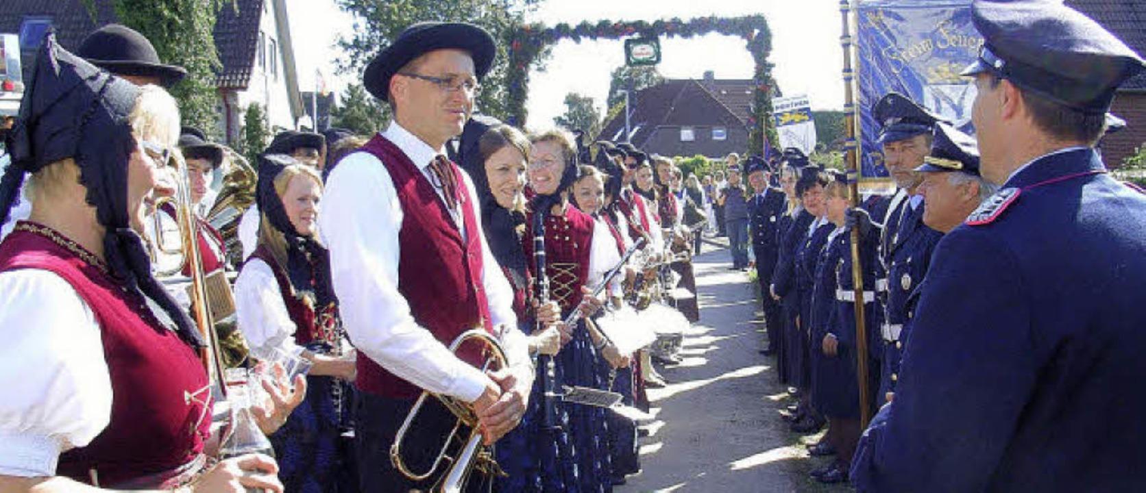 Begrüßung des Musikvereins Urberg durch die Freiwillige Feuerwehr Northen  | Foto: privat