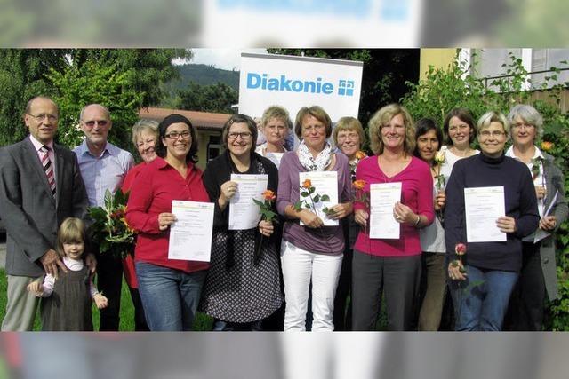 Hilfe für Familien: 13 Paten erhielten ihre Zertifikate