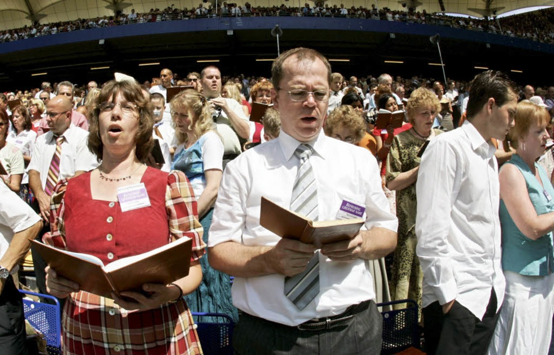 Die Zeugen Jehovas wollen Körperschaft... Recht zur Erhebung von Kirchensteuer.  | Foto: dpa