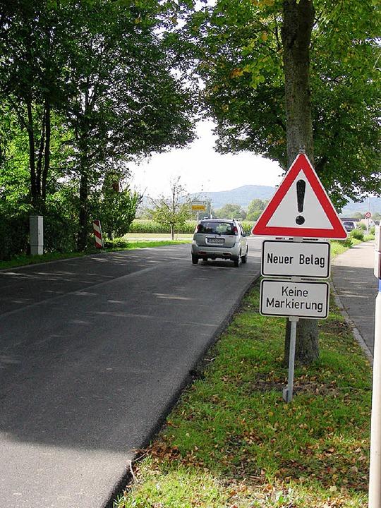 Auf der Landstraße zwischen Buchheim und Neuershausen fließt der Verkehr wieder.  | Foto: Mario Schöneberg