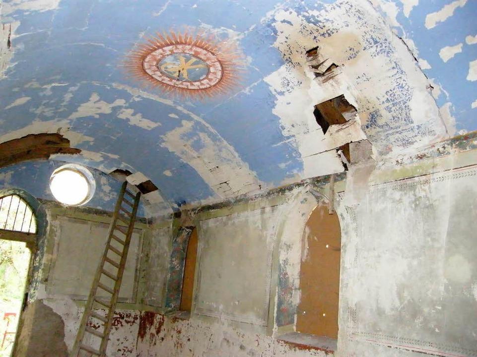 Auch von innen muss die Badhofkapelle ...etzten Farbresten  noch erkennbar ist.    Foto: Martha Weishaar