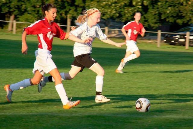 Benefizspiel zugunsten von Mädchenfußballprojekten