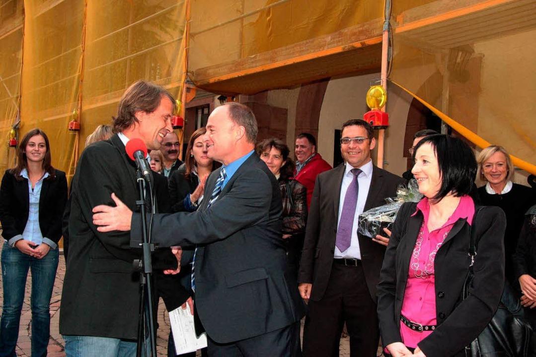 Bürgermeisterstellvertreter Markus Kro...en Bürgermeister Dietmar Benz (Mitte).  | Foto: DEC