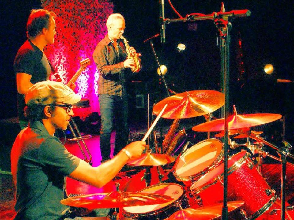 Im Ensemble:  Drummer Manu Katché war der Stargast von Between the Beats.     Foto: Hans-Jürgen Truöl