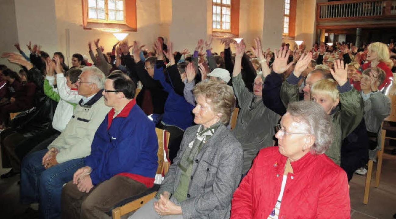 Das Publikum zog mit bei der letzten M... der Alten Kirche St. Michael erklang.  | Foto: Silke Hartenstein