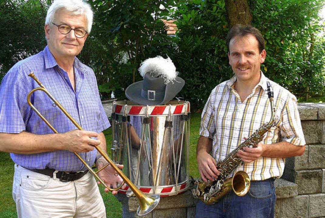 Kooperationspartner:  Reinhard Messer ... Musikverein Steinen  mit Requisiten.   | Foto: Privat