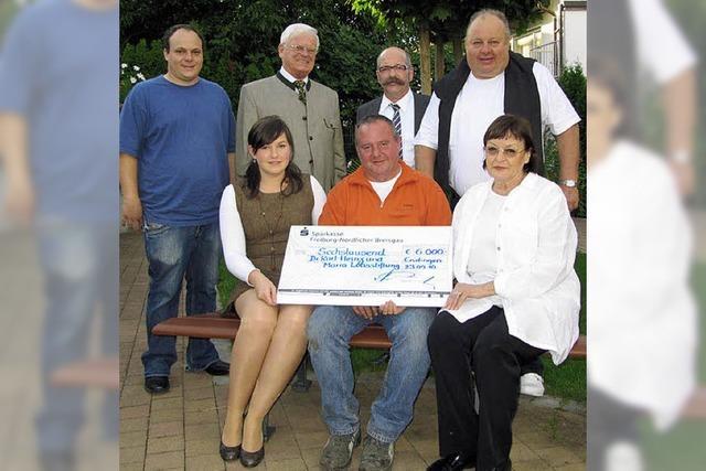 6000 Euro Spende für Loos-Stiftung