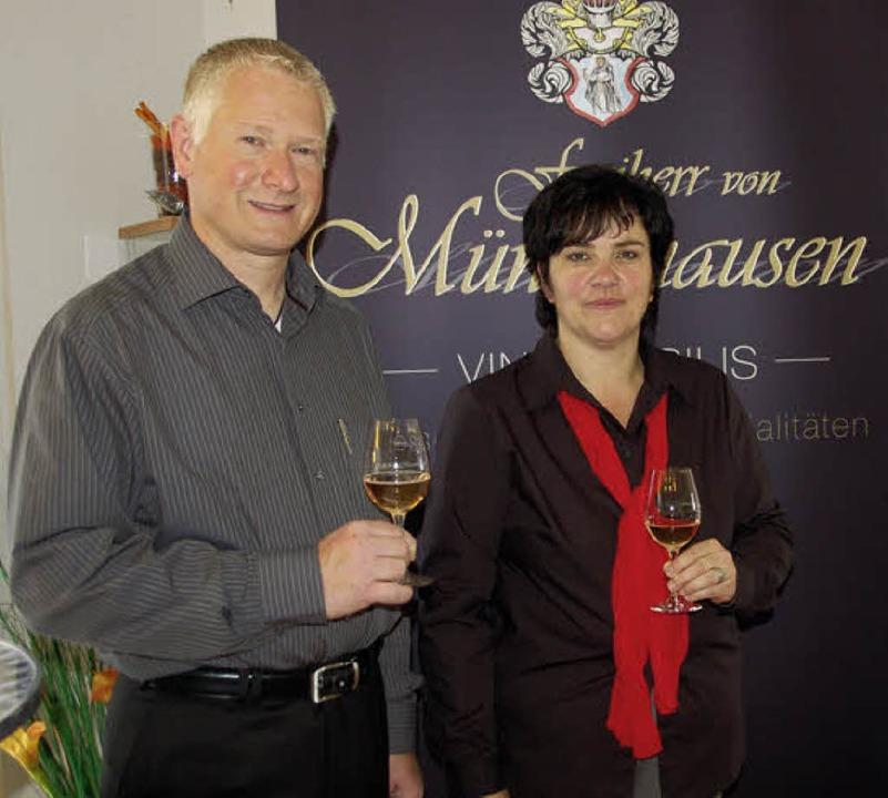 """Patrick Freiherr von Münchhausen und B...""""Vino nobilis"""" in Freiamt.    Foto: Pia Grätinger"""