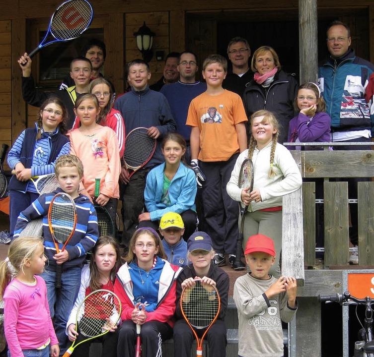 Am Ende gab es nur Gewinner. Die Teiln... fürs Gruppenfoto auf der Treppe auf.     Foto: privat