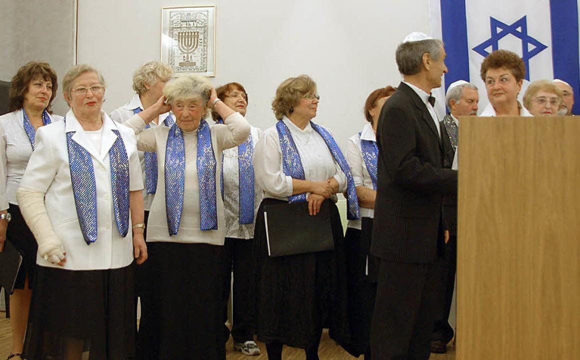 Der Chor der Gemeinde unter der Leitung von Tatjana Filaretova  | Foto: Johanna Schell