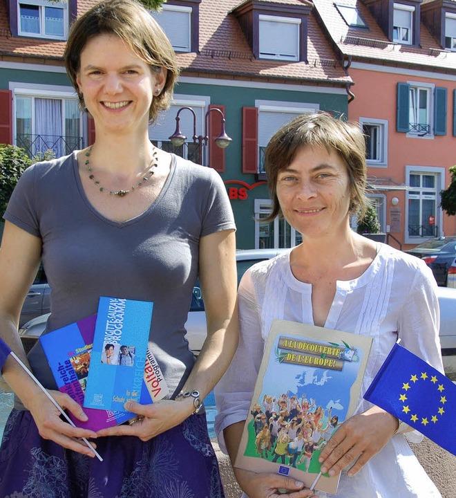 Die Lehrerin Bianca Bernier (links) un... Schülerbegegnungsstätte Hand in Hand.    Foto: Christine Aniol