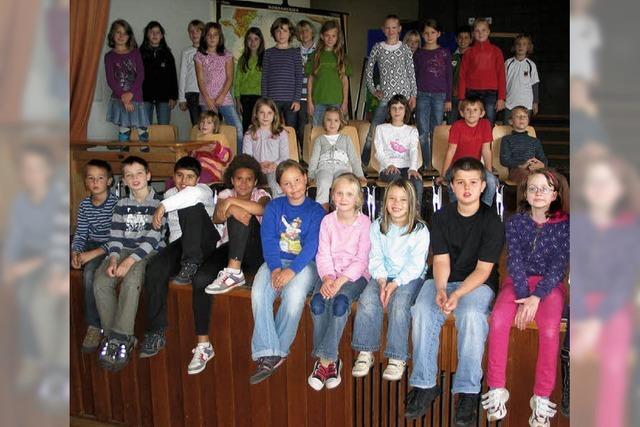40 Kinder auf der Bühne