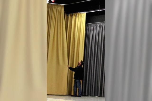 Bühne neu ausgestattet