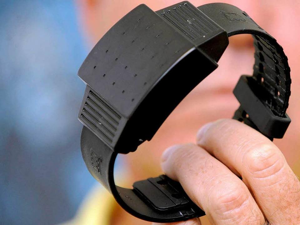 Elektronische Fußfesseln werden  in den USA schon massenhaft eingesetzt.  | Foto: ddp