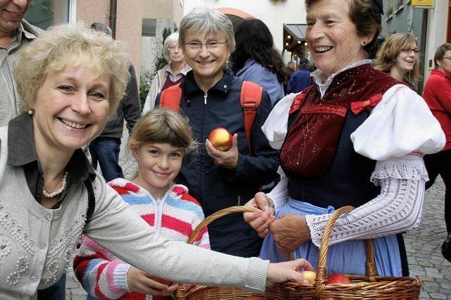 Gutes Gespann: Apfelmarkt und Hela