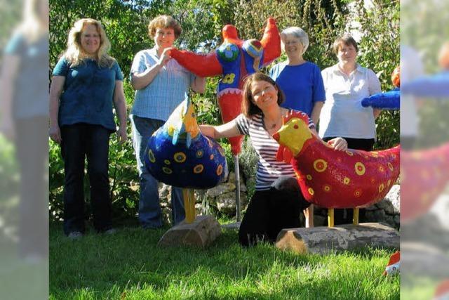 Bunte Nanas und Hühner zieren Hertingen Gärten