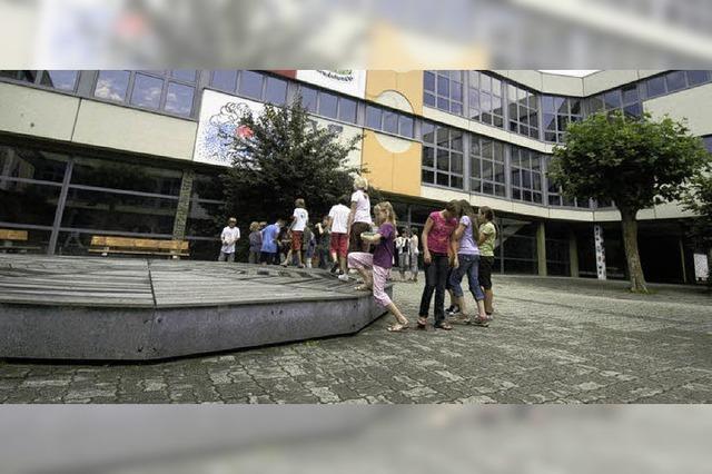 Förderverein spendet 250 Euro für Pausenlektüre