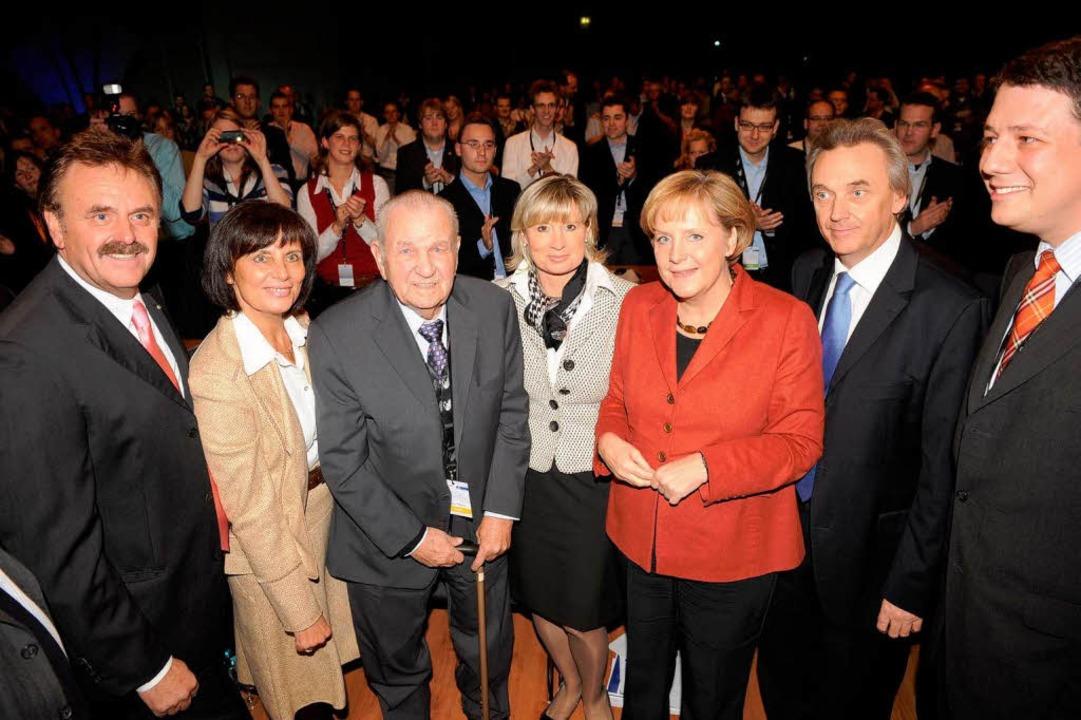 Franz Mack mit seinen Söhnen und der Bundeskanzlerin Angela Merkel (2008).  | Foto: Europa-Park