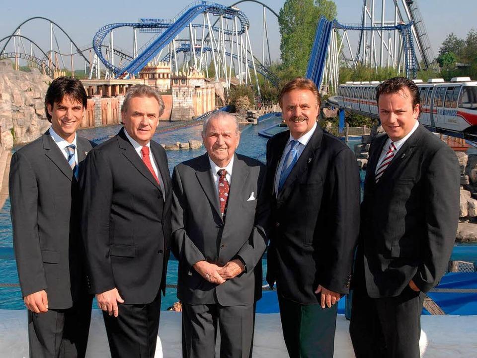 Drei Generationen der Unternehmerfamil...iner Achterbahn im Europa-Park (2007).  | Foto: kopellstädter horst