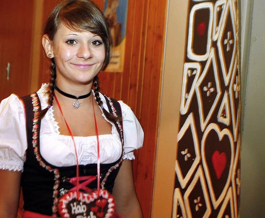 Zünftig bayerisch im Dirndl war auch d...Trachtenkapelle Dörlinbach gekleidet.   | Foto: Heidi Fössel