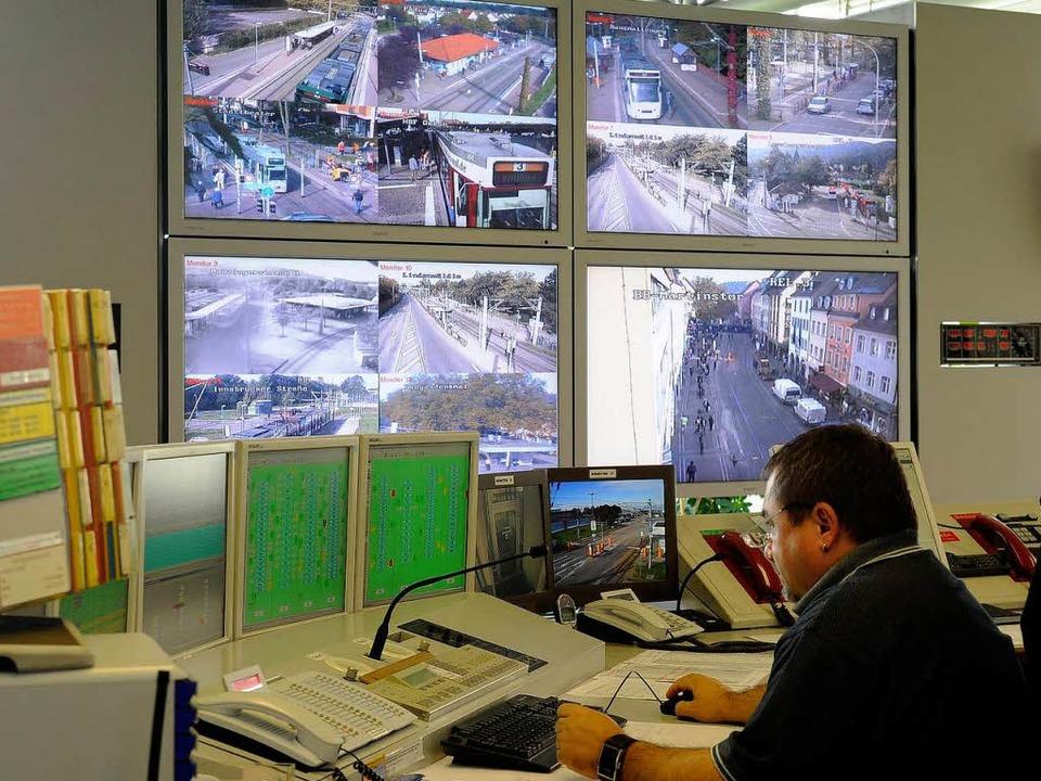 In der Leitstelle der Verkehrs-AG ist ...rd ihre Kameras entsprechend umrüsten.  | Foto: schneider
