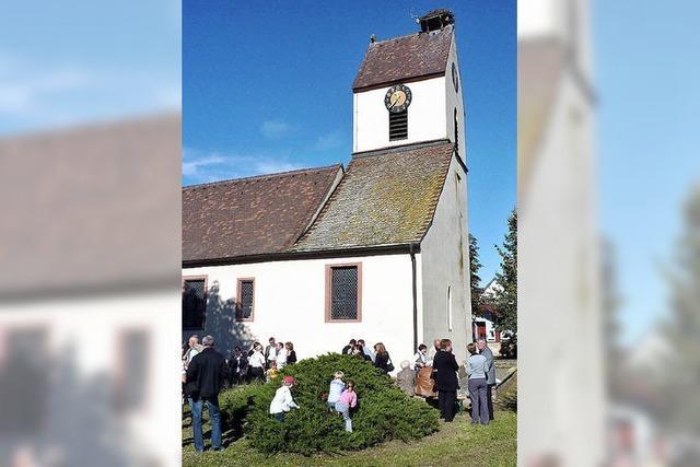 Stehempfang bei der Kirche