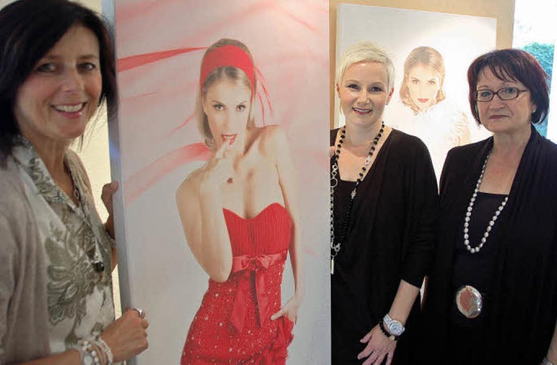 Claudia Thoma (links) mit einer ihrer ...el und Rosemarie Kiene zu sehen sind.     Foto: Karin Heiss