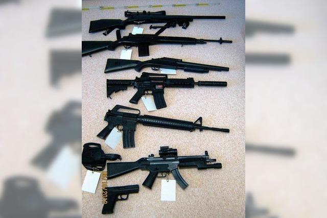 Mann hortet Waffenimitate im Wert von 1000 Euro