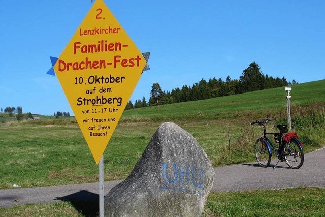 Bunte Drachen über dem Strohberg