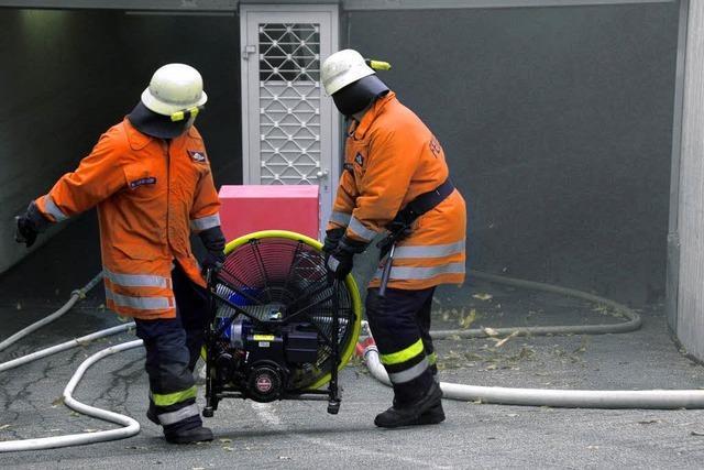 Auto brennt in der Tiefgarage