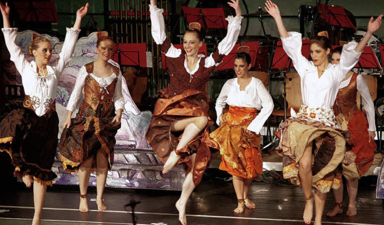 Opulentes Kostümfest auf der Bühne   | Foto: BZ