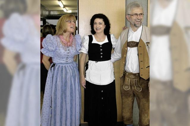 Zünftiges Fest in bayrischer Tracht