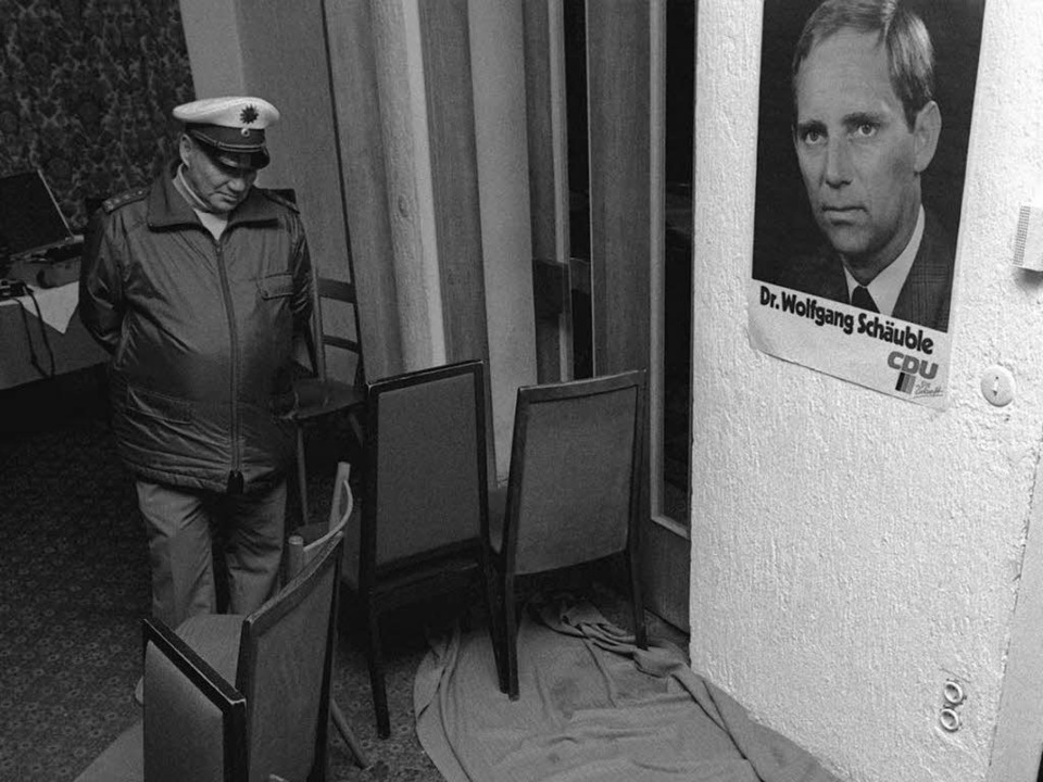 Der Tatort: Am 12. Oktober 1990 wird S... Wahlkampfveranstaltung angeschossen.   | Foto: DPA