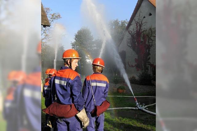 Feuerwehrnachwuchs übt sich im Retten
