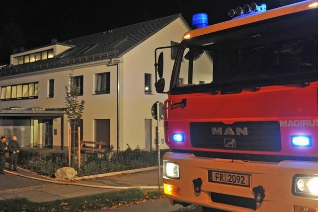 Neun Menschen nach Wohnungsbrand im Krankenhaus