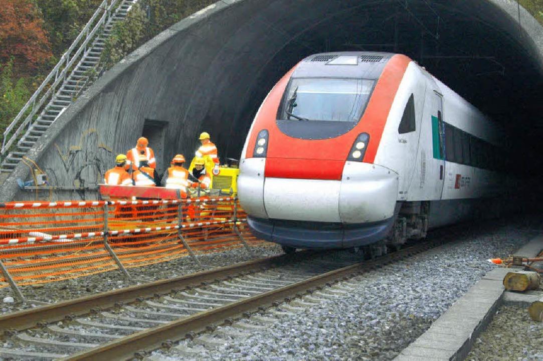 Der Adlertunnel ist zwar erst zehn Jah...eitet wird bei laufendem Bahnbetrieb.   | Foto: Regine Ounas-Kräusel