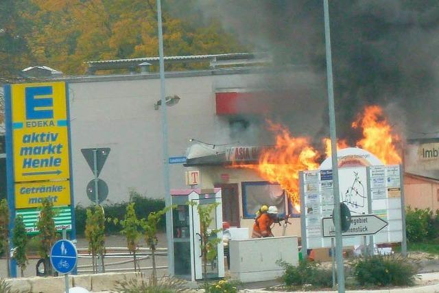 Asia-Imbiss brennt ab