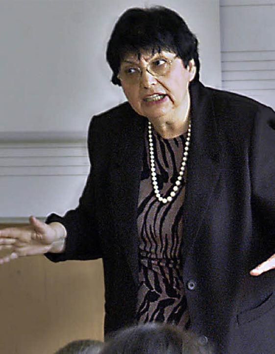 Inge Auerbacher im Jahr 2006 bei einem Besuch der Friesenheimer Schule.   | Foto: Archiv: M. Bamberger