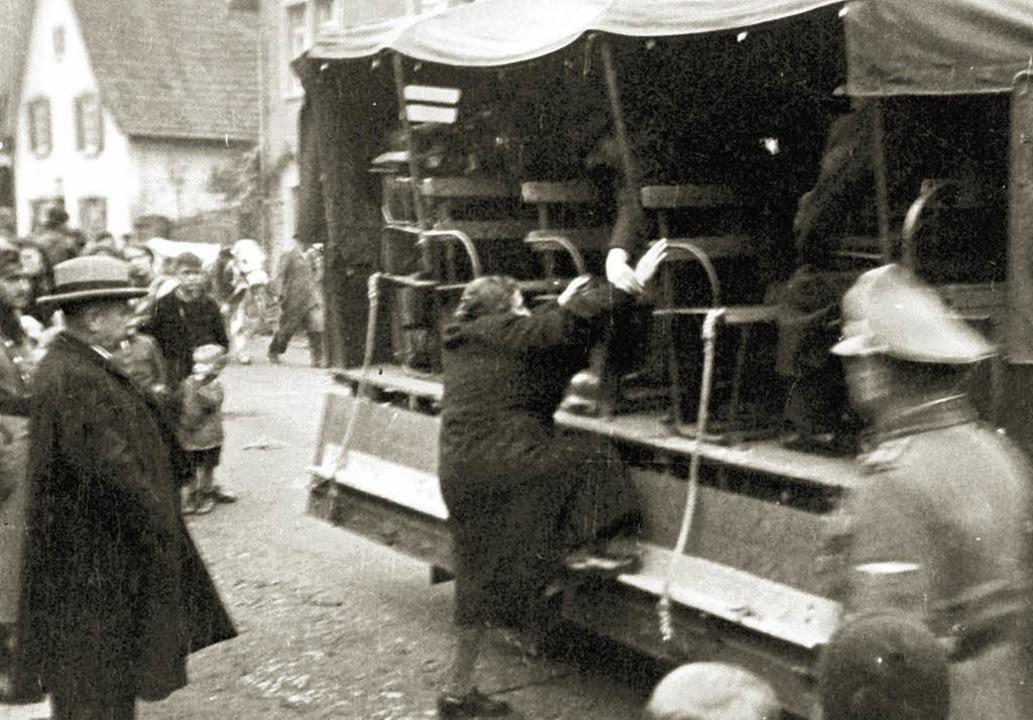 Ein historisches Bild vom 22. Oktober ...tation  Kippenheimer Juden nach Gurs.   | Foto: Privat