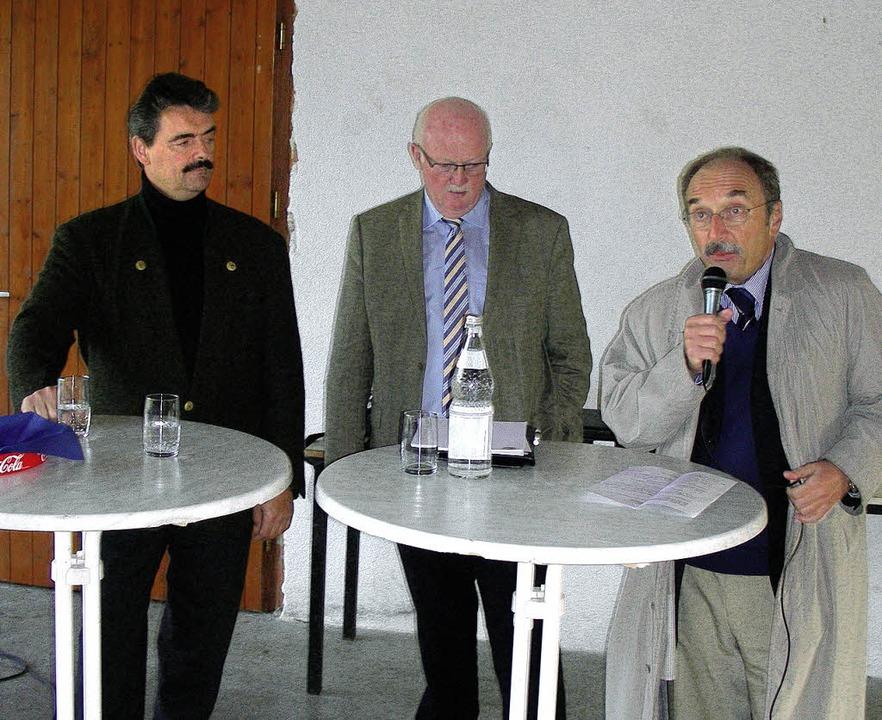 MdL Bernhard Schätzle (links) sprach s...ele und CDU-Gemeinderat Peter Meisel.   | Foto: mario schöneberg