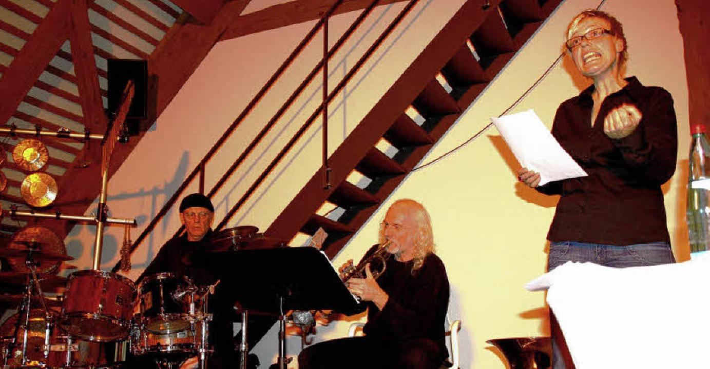 Erstmals in Kirchzartener Rainhofscheu... (am Schlagzeug ) und Christian Sade    | Foto: Andreas Peikert