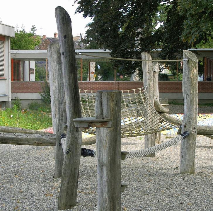 Die Spielgeräte im Pausenhof der  Seef...der   Bugginger Grundschule umziehen.   | Foto: Sigrid umiger