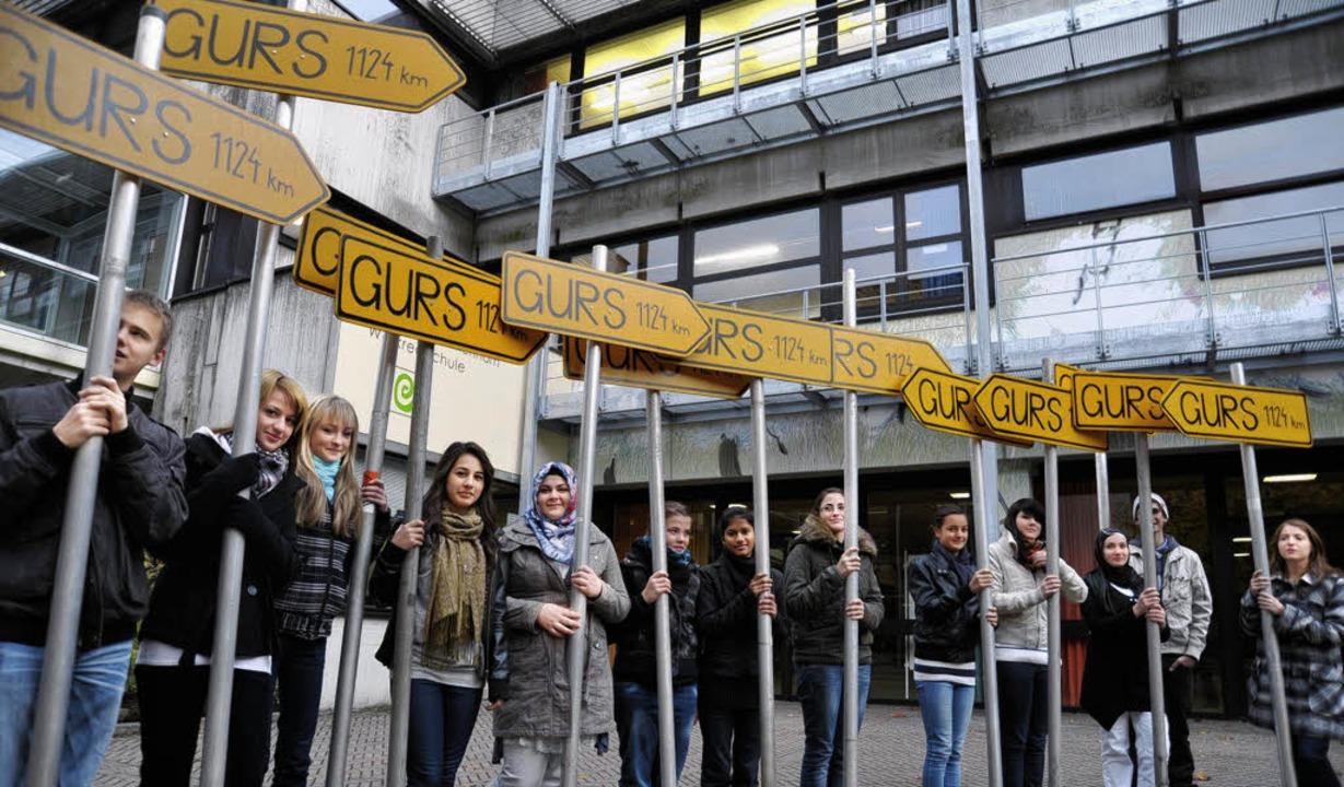 Von Müllheim bis Gurs sind es 1124 Kil...urden sie  im Stadtgebiet aufgestellt.  | Foto: Volker Münch
