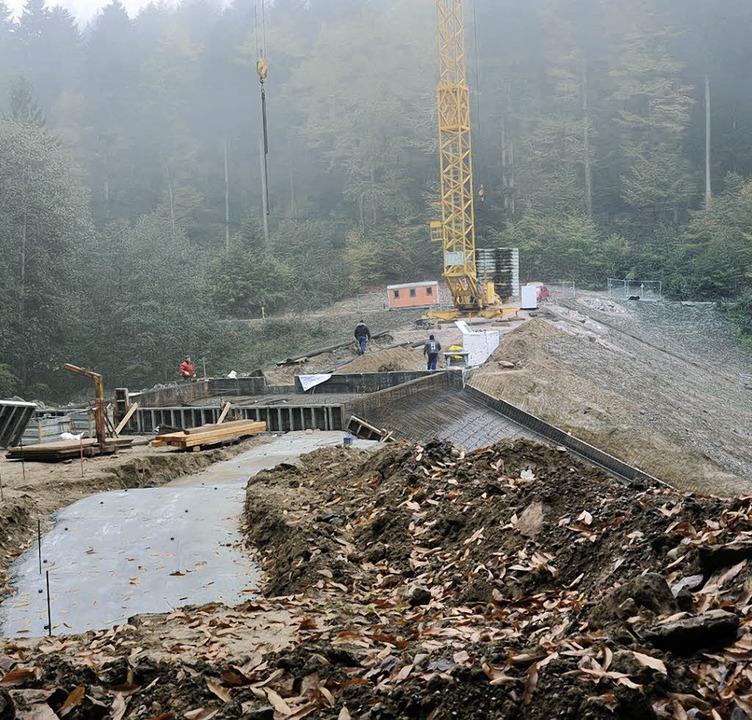 Großbaustelle: Die Bauarbeiten am Rück...liederbach gehen ihrem Ende entgegen.   | Foto: Volker Münch