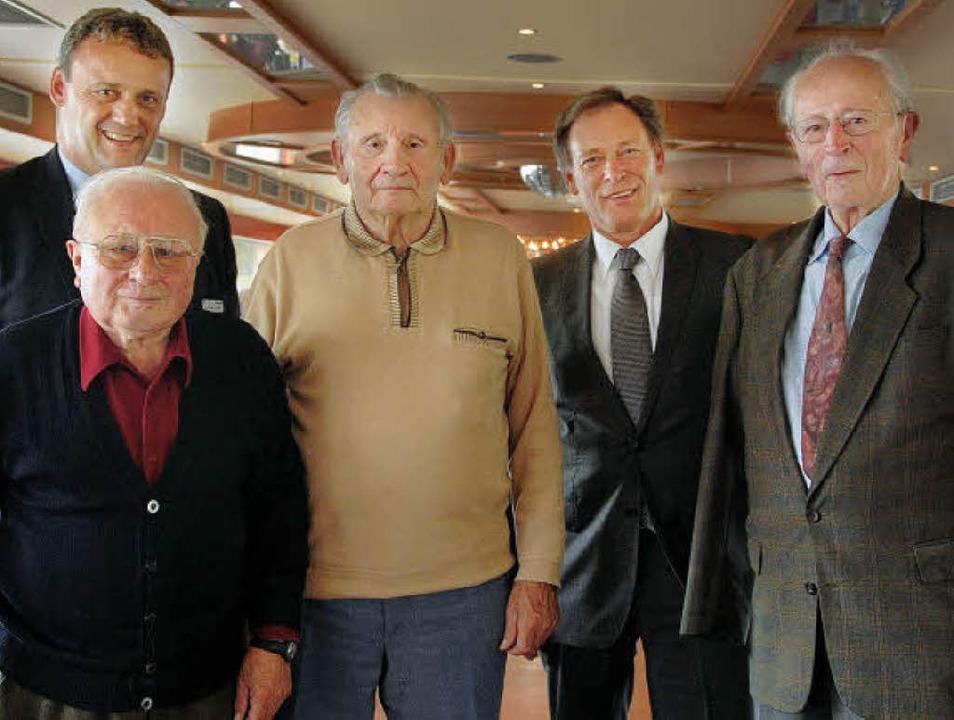 Die Volksbank Breisgau-Süd hat Kunden ...er Grossmann und  Engelbert Pfefferle.  | Foto: kai kricheldorff