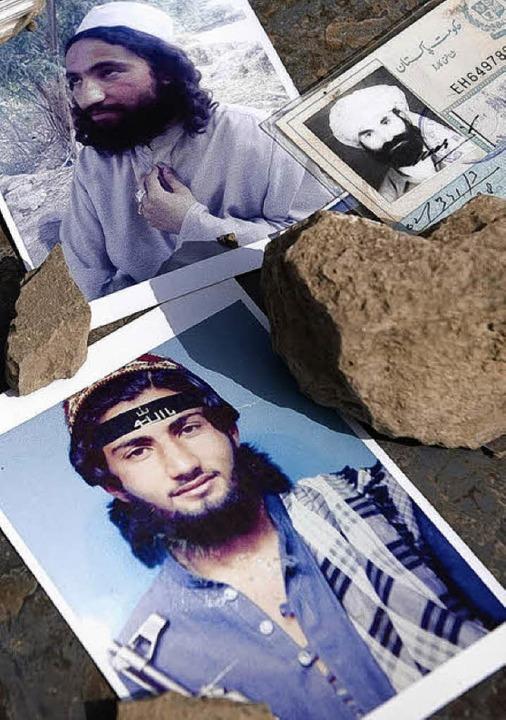 Beschlagnahmte Fotos und Pässe während...äraktion gegen Islamisten in Pakistan   | Foto: DPA